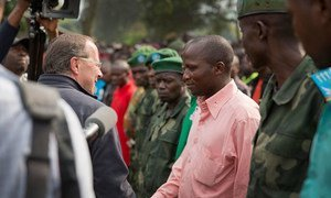 Special Representative Martin Kobler meets with armed groups ex-combatants in Bweremana, DR of Congo (December 2013).