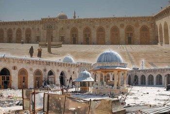 Объекты  Всемирного наследия в Сирии используются в военных целях и подвергаются угрозе разрушения. Фото ЮНЕСКО/Рон Ван Орс