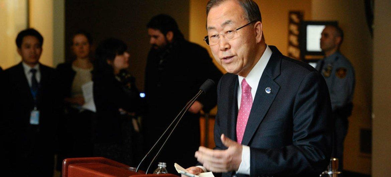 Secretary-General Ban Ki-moon briefs reporters at UN Headquarters.