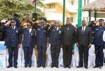 Ceremonia relacionada con el fin de mandato de UNIPISL, celebrada el 5 de marzo en Freetown Foto: