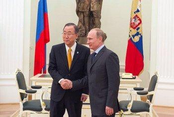 Le Secrétaire général, Ban Ki-moon avec le Président russe Vladimir Poutine.