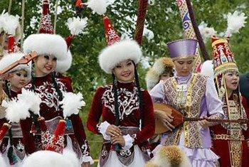 人们在塔吉克斯坦庆祝诺鲁孜节。教科文组织图片