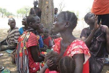 Des femmes et des enfants déplacés dans le comté de Maban, au Soudan du Sud. Photo UNHCR/P. Rulashe