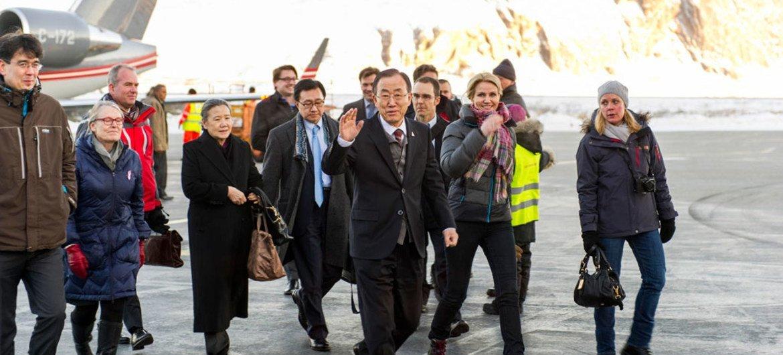 Secretary-General Ban Ki-moon  arrives in Kangerlussuaq, Greenland, with Prime Minister Helle Thorning-Schmidt of Denmark.