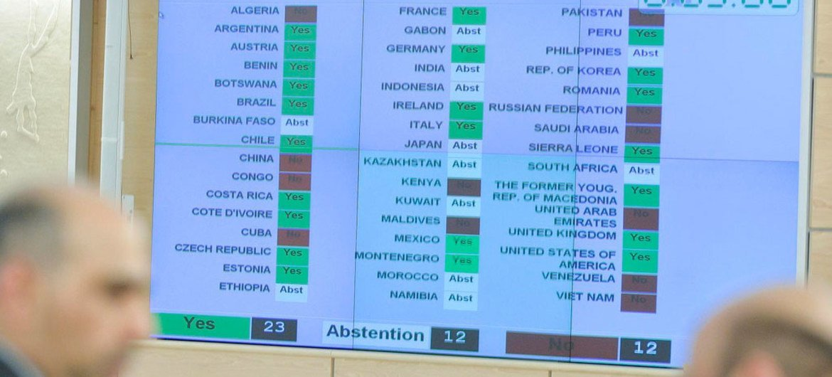 Human Rights Council adopts resolution approving inquiry into alleged abuses in Sri Lanka war.