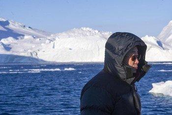 Le Secrétaire général Ban Ki-moon au fjord d'Ilulissat, au Groënland. Photo ONU/Mark Garten