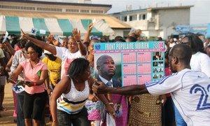 Des partisans de l'ancien Président ivoirien Laurent Gbagbo lors d'une manifestation en février 2014 dans la ville de Koumassi. Photo IRIN/Alexis Adele