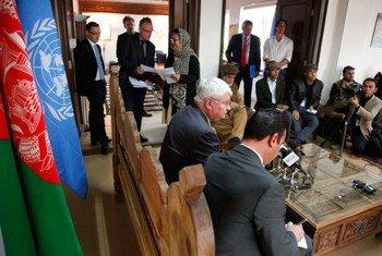 Le Secrétaire général adjoint aux opérations de maintien de la paix, Hervé Ladsous, en visite en Afghanistan. Photo MANUA/Fardin Waezi