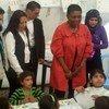 Valerie Amos (segunda por la der.) volverá a visitar el Líbano del 7 al 9 de enero