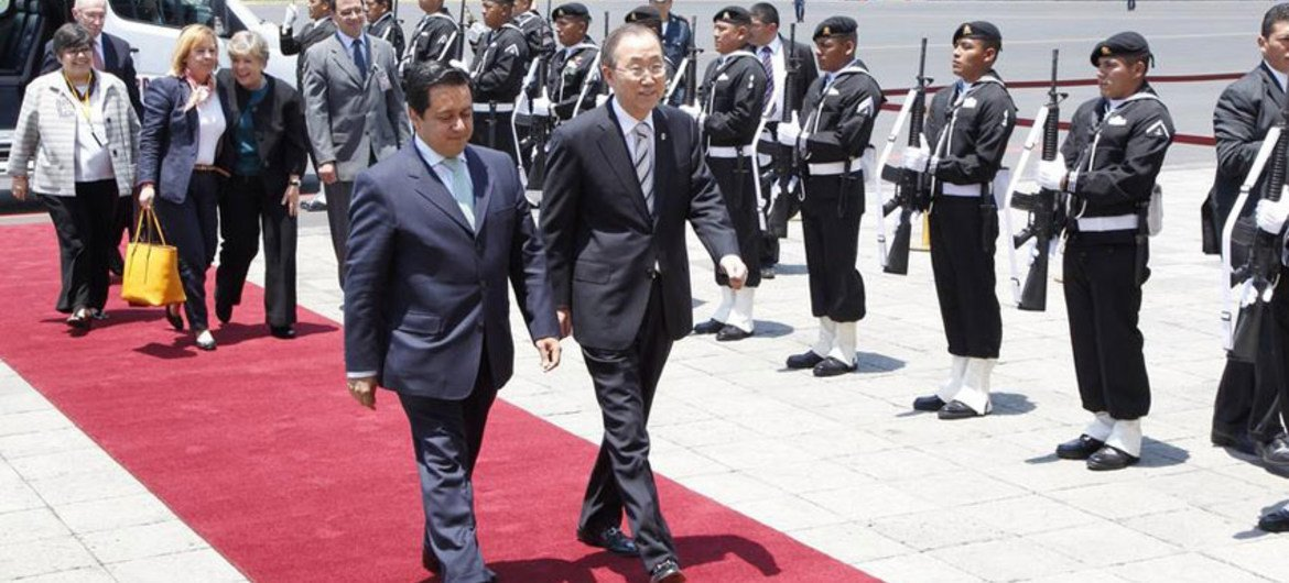 Secretary-General Ban Ki-moon (centre right) arrives in Mexico City, to attend the first High-level Meeting of Global Partnership for Effective Development Cooperation.