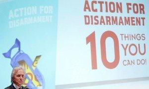 L'acteur américain Michael Douglas lors de la publication du livre pour encourager les jeunes à agir en faveur du désarmement.