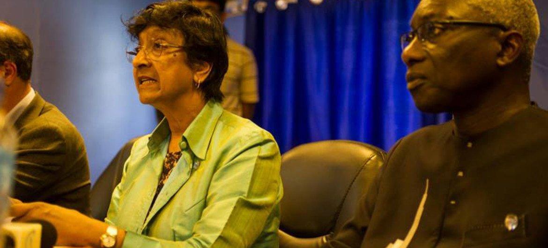 La Haut-Commissaire des Nations Unies aux droits de l'homme, Navi Pillay, et le Conseiller spécial des Nations Unies sur la prévention du génocide, Adama Dieng, lors d'une conférence de presse à Juba au Soudan du Sud.