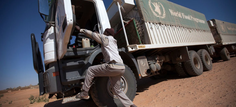Dereva wa lorila shirika la Umoja wa Mataifa la mpango wa chakula, WFP huko El Fasher, Tobaya Darfur kaskazini nchiini Sudan. Picha nii ni ya Maktaba.
