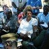 La Alta Comisionada de la ONU para los Derechos Humanos, Navi Pillay, durante una visita a Sudán del Sur   Foto;  UNMISS