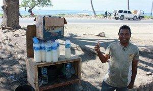 Vinho de palma, vendido nas ruas de Timor-Leste.