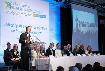 Secretary-General Ban Ki-moon (left, at lectern) addresses the opening of the Global Forum on Migration and Development in Stockholm, Sweden.