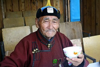 Un vieil homme à Oulan-Bator. Photo Banque mondiale/Dave Lawrence