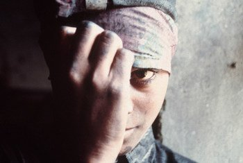 Forced labour often means unpaid wages, excessively long work hours without rest days, confiscation of ID documents, little freedom of movement, deception, intimidation and physical or sexual violence. ILO/A. Khemka