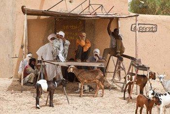 Des habitants de la ville de Kidal, au Mali (photo archives 2013) Photo ONU/Mark Garten