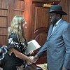 La representante especial del Secretario General en Sudán del Sur y jefa de la UNMIIS, Hilde Johnson, con el presidente Salva Kiir  Foto:  UNIFEED video