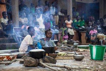 Desplazados en la República Centraofricana refugiados en una iglesia en Bossangoa Foto: ACNUR/ B. Heger