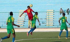 Des joueurs de football en Somalie (archives). Photo ONU/David Mutua