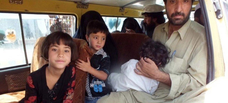 Des civils quittent la région du Waziristan au Pakistan.