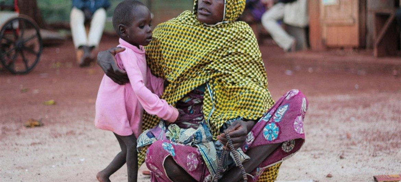 La malnutrition et les maladies frappent les femmes et les enfants de la République centrafricaine qui ont fui au Cameroun voisin. Photo IRIN/Otto Bakano