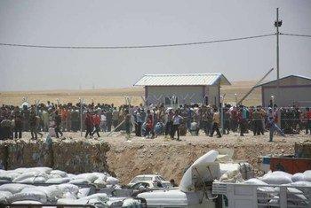 Des Iraquiens déplacés de Mossoul arrivent dans la région du Kurdistan.