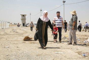 Des civils iraquiens qui ont fui la ville de Mossoul.