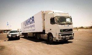 Un camion transportant de l'aide humanitaire du HCR vers la ville de Sweida en Syrie.