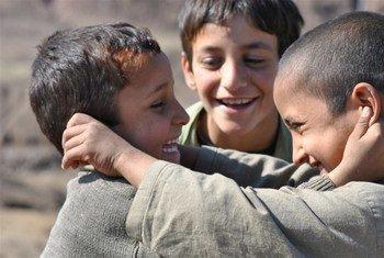 Des enfants dans le Nord-Waziristan, au Pakistan, une région où la persistance d'un conflit armé depuis près d'une décennie fait craindre aux psychiatres les effets à long terme sur leur santé mentale.  Photo : IRIN / Fakhar Kakahel