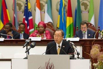 الأمين العام بان كي مون في مؤتمر قمة الاتحاد الأفريقي ال 23 في مالابو، غينيا الاستوائية. صور الأمم المتحدة / إسكندر ديبيبي