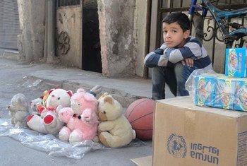 Un enfant dans le camp de Yarmouk, à Damas, en Syrie. Photo UNRWA archives/Rami Al-Sayyed