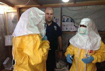 Des professionnels de santé participant à la lutte contre Ebola en Guinée. Photo OMS/T. Jasarevic