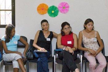 Des femmes dans un centre de formation sur la violence conjugale en Honduras. Photo : ONU