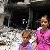 أطفال فلسطينيون اضطروا مع أسرهم إلى النزوح عن ديارهم في غزة عام 2014.