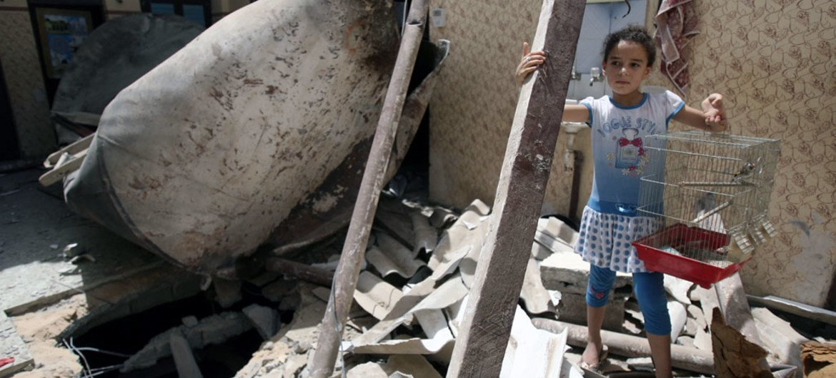 A Palestinian girl stands on the ruins of her home after it was destroyed in an airstrike in a refugee camp in the city of Rafah in the southern Gaza Strip (12 July 2014). © UNICEF/NYHQ2014-0911/El Baba
