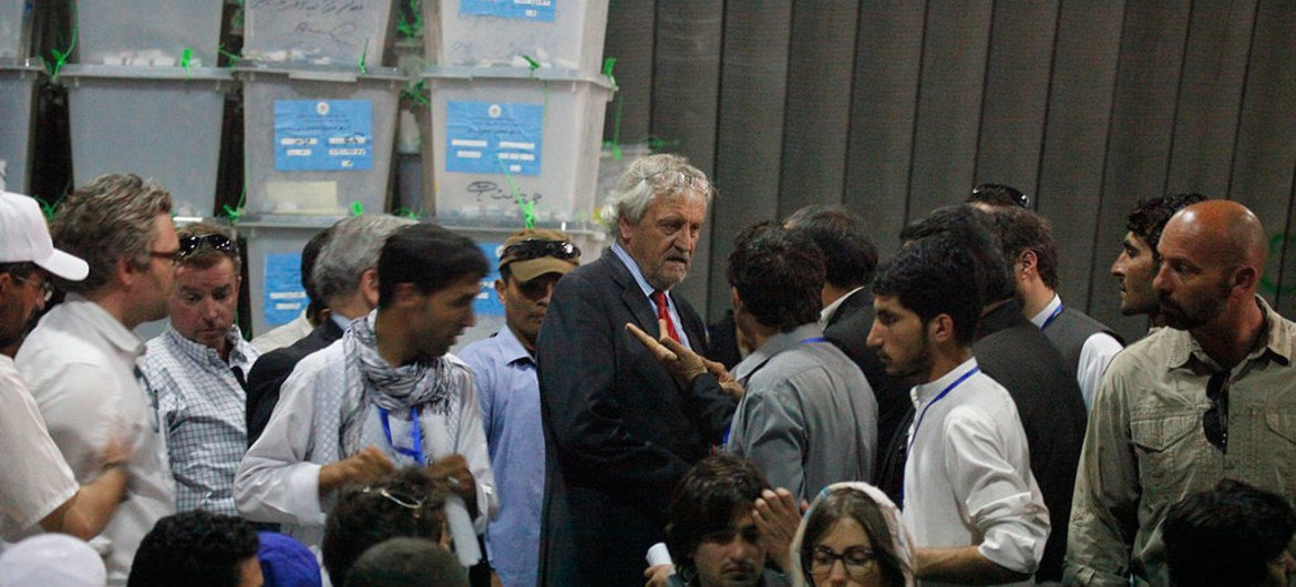 Nicholas Haysom, Deputy Special Representatives for Afghanistan and Mark Bowden, visit premises of  Independent Election Commission's (IEC), which is conducting the audit of the results of the Presidential election run-off.