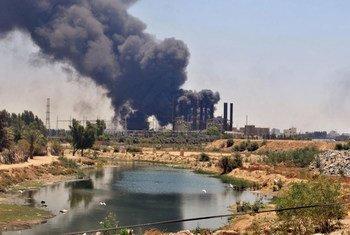 L'unique centrale électrique de Gaza brûle suite à une attaque israélienne. Photo ONU/Shareef Sarhan