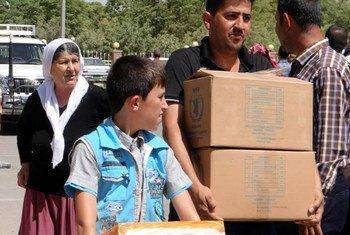 Une famille yézidie recevant une assistance alimentaire du PAM à Erbil, en Iraq. Photo PAM/Chloe Cornish