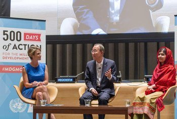 Secretary-General Ban Ki-moon (centre is flanked by Malala Yousafzai (right) and ABC News anchor Amy Robach during an interactive event to mark 500 Days of Action for the MDGs.