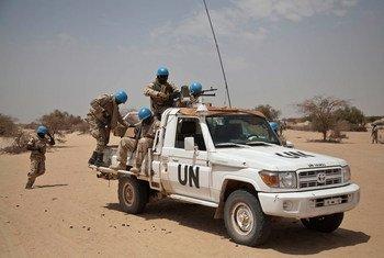 Des Casques bleus à l'extérieur de Ber, au nord-est de Tombouctou, au Mali.