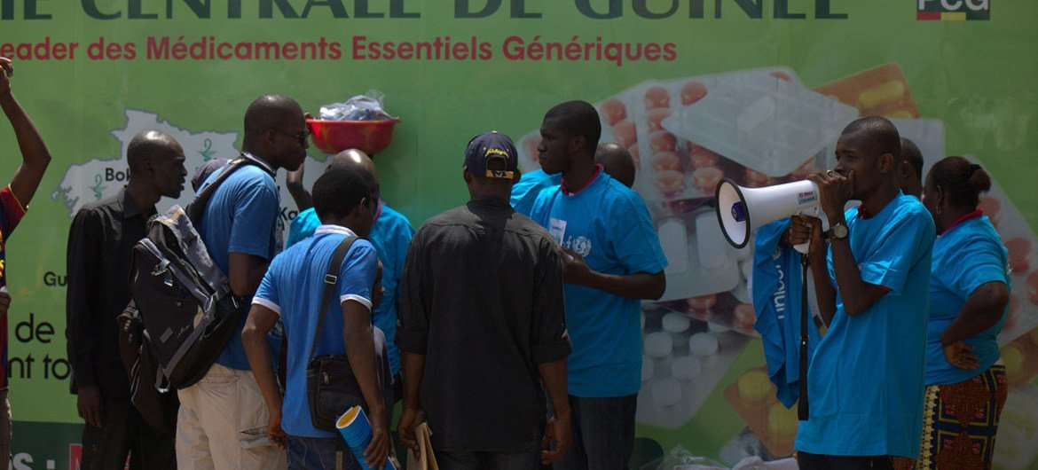 UNICEF and Partners take to the streets of Conakry, the capital of Guinea, to provide information on how to combat the Ebola outbreak as well as distribute soap and chlorine.