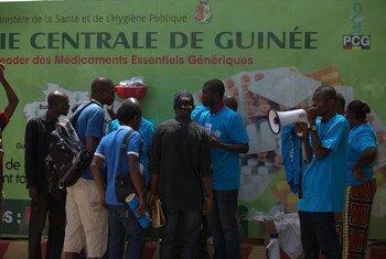 UNICEF y organizaciones asociadas informan a la población en Guinea de cómo combatir el brote de ébola  Foto: UNICEF Guinea
