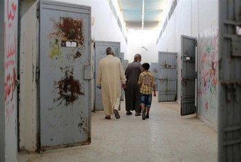 Aperçu des cellules de la prison d'Abu Salim, en Libye.Des milliers d'hommes, de femmes et des enfants sont détenus dans des conditions « horribles » en Libye par des groupes armés, selon le nouveau rapport conjoint du Bureau des droits de l'homme de l'ONU et de la Mission d'appui des Nations Unies en Libye (MANUL),