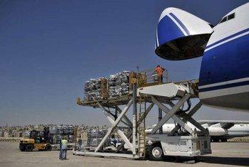 De l'aide humanitaire est chargée en Jordanie à bord d'un Boeing 747 à destination d'Erbil. Photo HCR/T. Fauszt