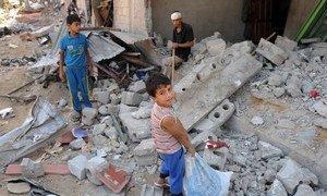 Des enfants dans des décombres à Gaza. Photo Photo UNRWA/Shareef Sarhan