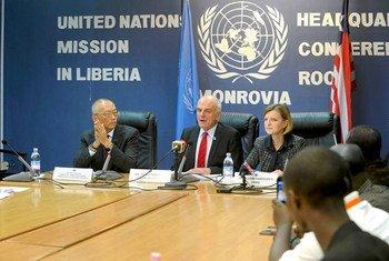 Conférence de presse de responsables des Nations Unies à Monrovia, au Libéria. Photo MINUL/Emmanuel Tobey