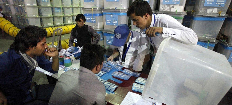 Auditoria de votos en Afganistán  Foto:  Fardin Waezi/UNAMA
